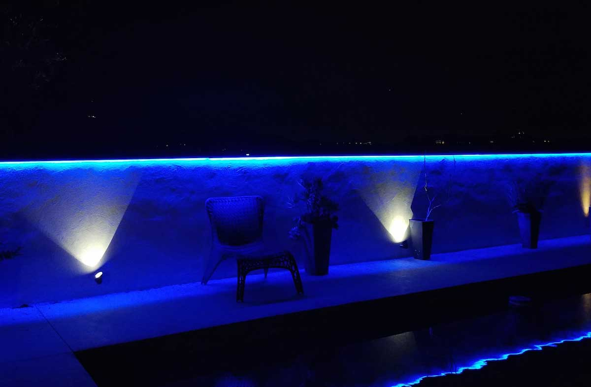 blue outdoor poolside accent lighting 2