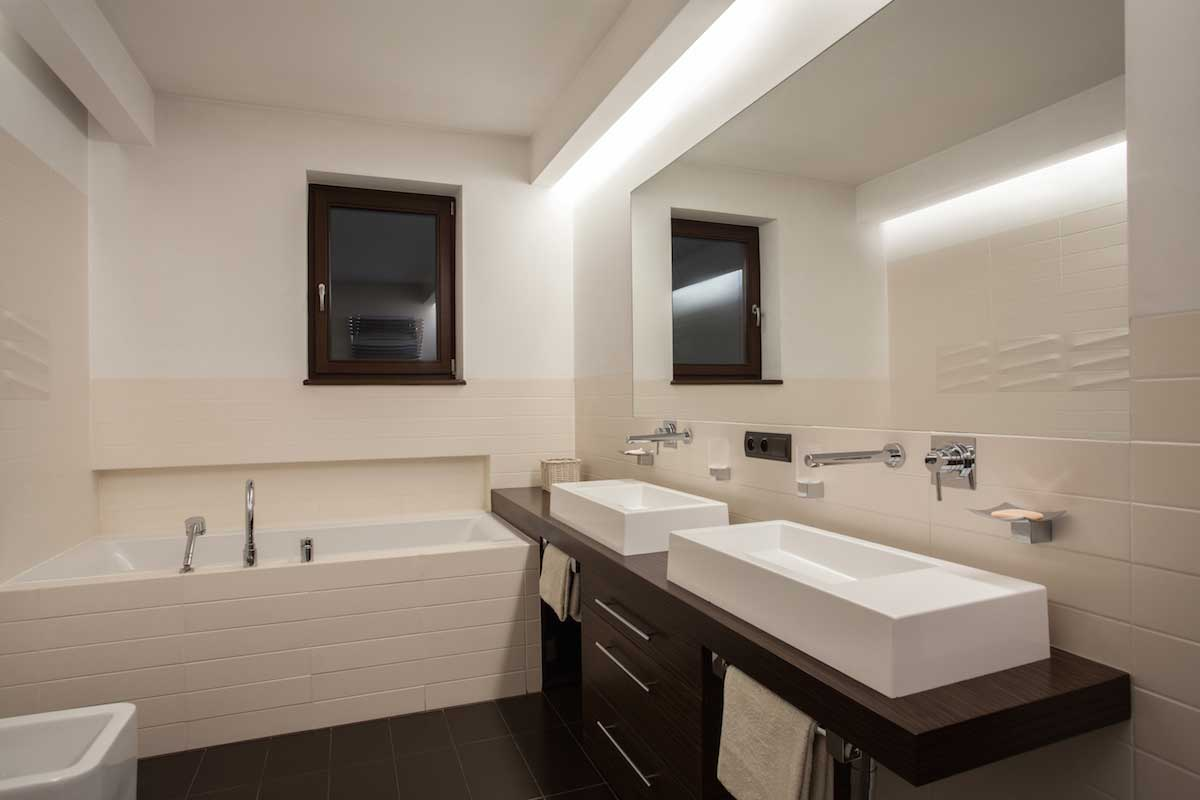 Modern bathroom linear lighting example