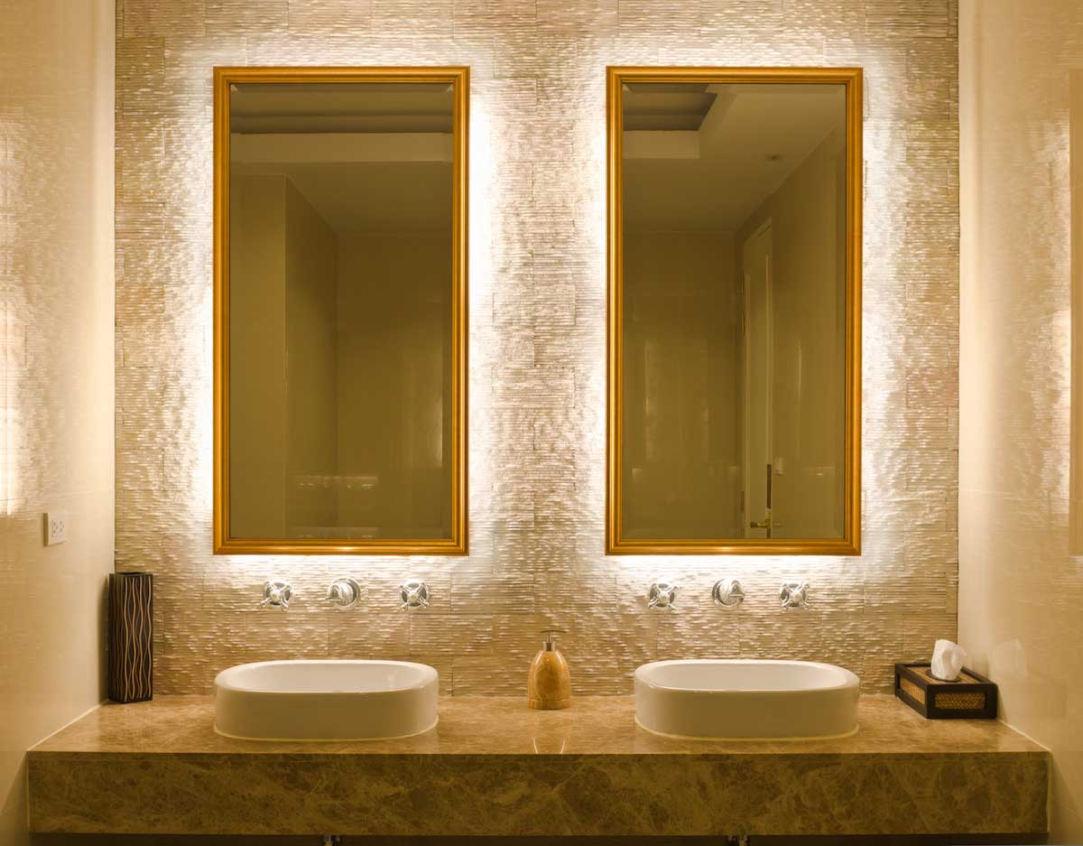 Modern linear lighting in bathroom